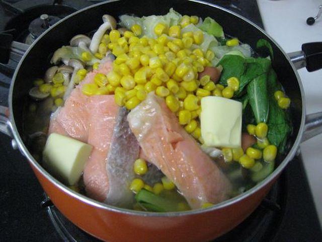 絶品!塩バターサーモン鍋の作り方