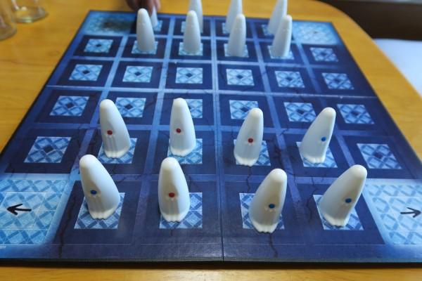 運要素のある将棋?なゲーム「ガイスター」を知っているか!?