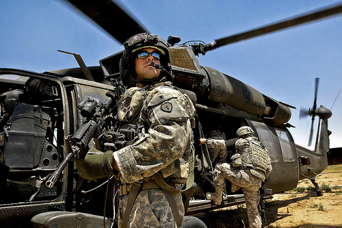 2-25th CAB crew chiefs provide ?eyes and ears? for aircraft